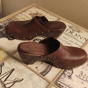 Adorable Lindsey Phillips Studded Clogs